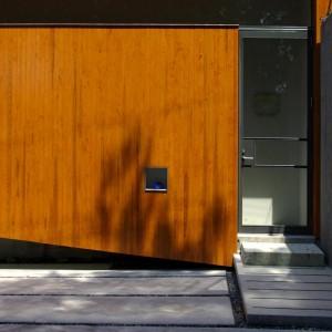Facade, Entrance