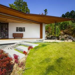 Facade, Garden